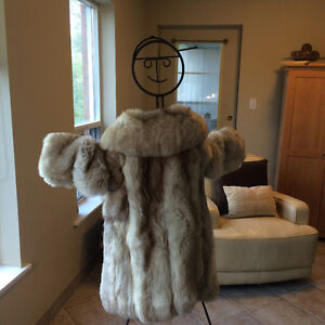 Gray Timber Wolf Coat for Sale in excellent condition