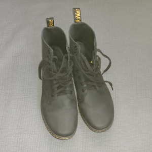 New 16 hole / 8 eye Doc Marten TOBIAS boots $80 -- size 11