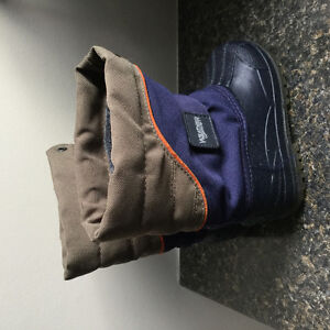 Boys toddler winter boots size 7 (Fit roughly age 2-2.5)