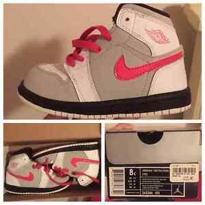 Like new kids Nikes (used)