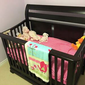 Solid wood crib Kitchener / Waterloo Kitchener Area image 1