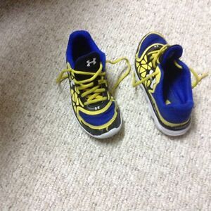 Youth running shoes, boots
