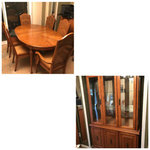 7 Pc. dinning Room Table & Chairs with Hutch