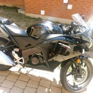 CBR125R very good condtion