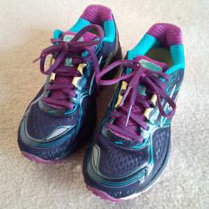 Women's Brooks Ghost 8 Running Shoes, size 6.0