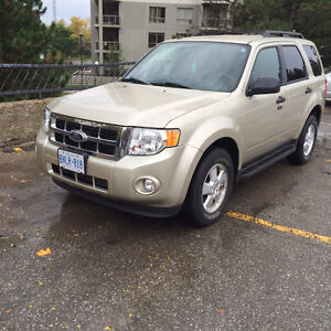Certified low km 2011 Ford Escape in excellent shape!