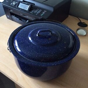 Home Decor  -  Vintage Blue Enamelware Camp Pot w/ Lid