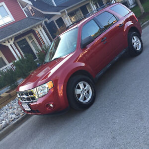 2010 Ford Escape - Low km's