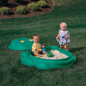 Step 2 Frog sand box with lid - or pool with lid