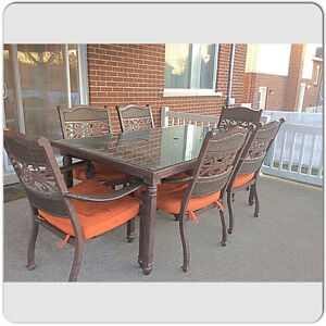 Table et chaises de Patio./ Patio table and chairs.
