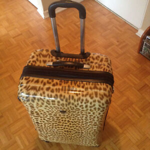 Heys USA Exotic Leopard 30-inch Hard shell Upright Spinner Lugga