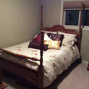 Solid oak queen headboard and footboard Edmonton Edmonton Area image 1