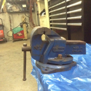 ---SOLD---4 INCH RECORD BENCH VISE
