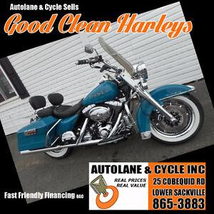 2001 Harley Davidson Road King Bike has MANY NICE EXTRAS