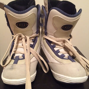 Women's Snowboard Boots - Size 8