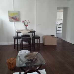 ALL INCLUSIVE Large 2+ bedroom in Central Downtown Kitchener Kitchener / Waterloo Kitchener Area image 2