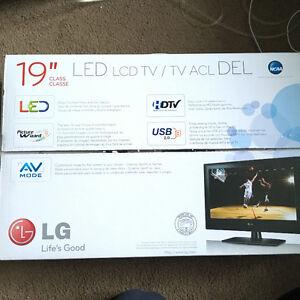 "19"" LG LED HDTV W/ LG Bluray Player"