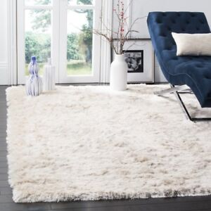 Brand New (Still in Packaging) Gorgeous Ivory Area Rug (8x10)