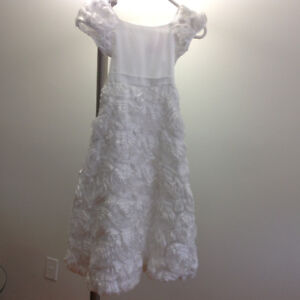 Beautiful white dress modern style for all occasions , size 7/8
