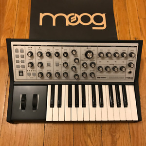 *MINT CONDITION*  MOOG Sub Phatty Synthesizer