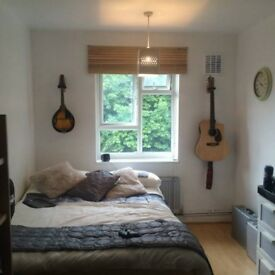 Short Lets Bright Double Room at SE191Qn