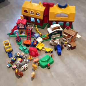 Farm house and Little people. Excellent condition.$35
