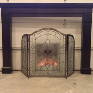 Electric fireplace with mantle and decorative glass screen