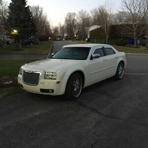 Mint!! 2005 Chrysler 300-Series V6 Sedan..with 22 inch Mags.
