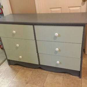 like new 6 drawer dresser delivery included