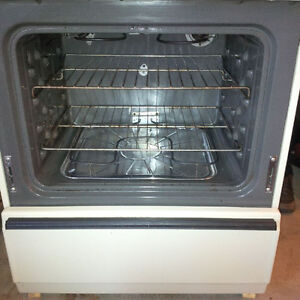 Kenmore Full Size Stove/Range in Excellent Condition