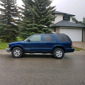 1999 chevrolet blazer. 4x4 sls. Great all season vehicle.