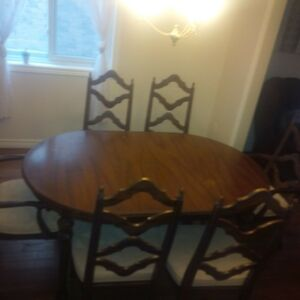 Dining table with 6 chairs + hutch