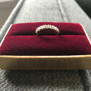 Jonc semi-éternité / Half eternity ring
