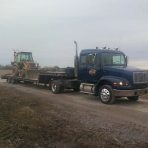 Freightliner single axle with 45 ft stepdeck