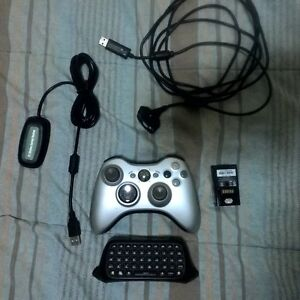 Silver xbox 360 controller + chatpad + play and charge + battery