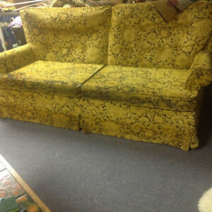Couch/pull out bed