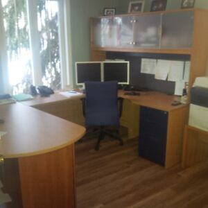 Bureau de travail en U