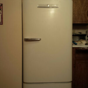VINTAGE 1953 GE Refrigerator