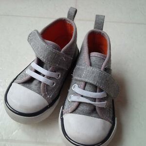 Joe Fresh Infant High Top Shoes (size 4)