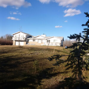 May 1 Large Home on 3 acres close to Edmonton