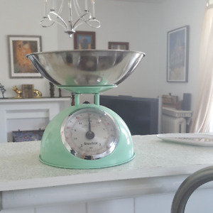 Vintage-inspired Kitchen Scale - Mint Green