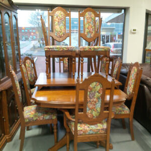 Traditional Extendable Dining Table with 12 chairs
