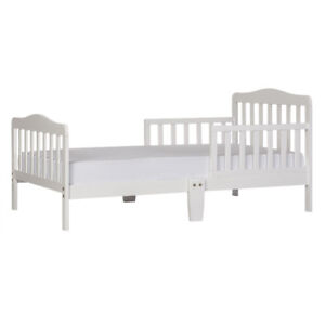 White toddler bed in perfect condition with latex/wool mattress