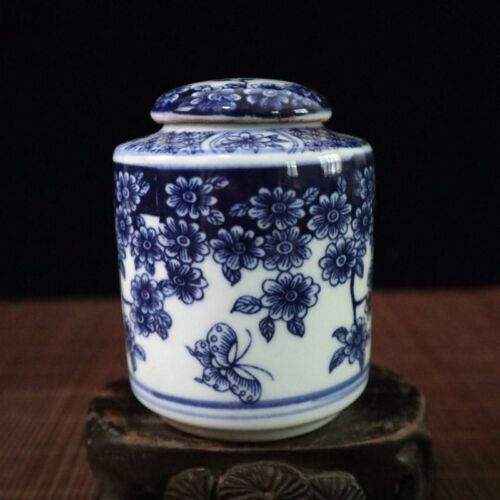Chinese old porcelain Blue and white butterfly love flower pattern cover can