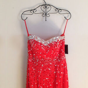 **BRAND NEW* Elaborate Floor Length Beaded Bodice Red Gown Dress Kitchener / Waterloo Kitchener Area image 1