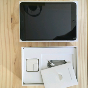 Ipad Mini with box and accessories Mint