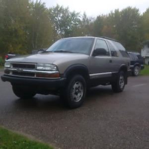 2005 Chevrolet Blazer (manual transmission, 2 door)