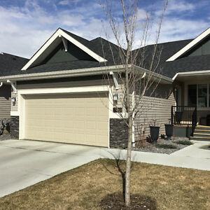 Beautiful 1/2 Duplex Bungalow in Blackmud Creek Area