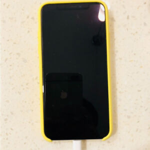 iPhone x 64g white withnew apple silicone case(yellow) inwarrnty