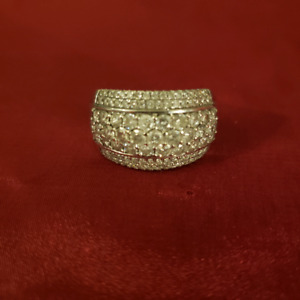 Beautiful white gold and diamond ring